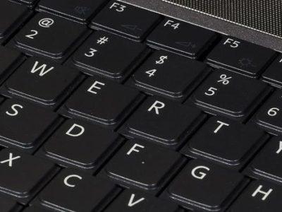 Por qué se ordenaron así las letras y otras curiosidades del teclado QWERTY