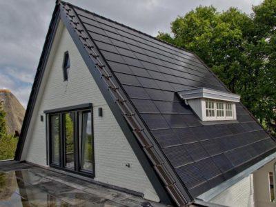Tejas y fachadas solares negras para la generación de energía solar