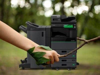 Impresora verde capaz de borrar el papel impreso