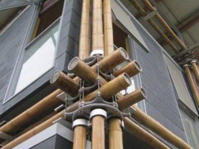 Una casa de bambú que utiliza el agua subterránea como refrigeración natural