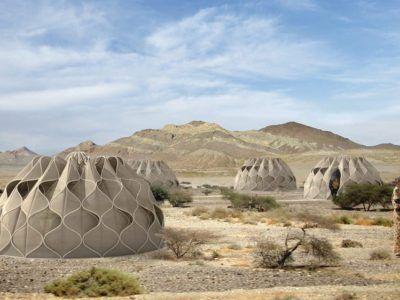 Tiendas para refugiados que recogen el agua de lluvia y almacenan energía solar