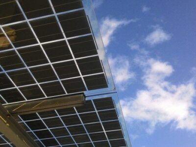 Los científicos ven la luz: nuevo diseño de paneles solares podría absorber la luz en un 125%